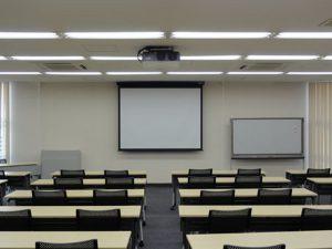 第一会議室(スクリーン設置)